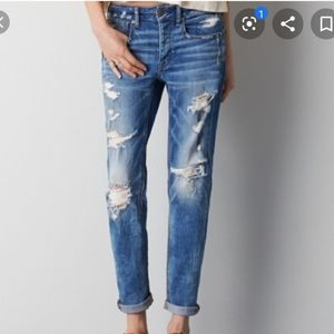 American Eagle Tomgirl distressed jeans!